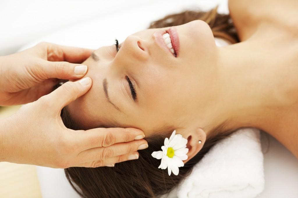 services-face-massage-1024x682