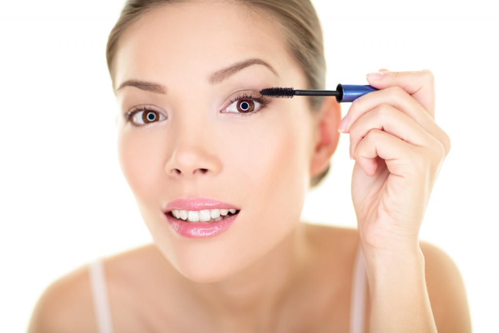 bigstock-Beauty-makeup-woman-putting-ma-51008720